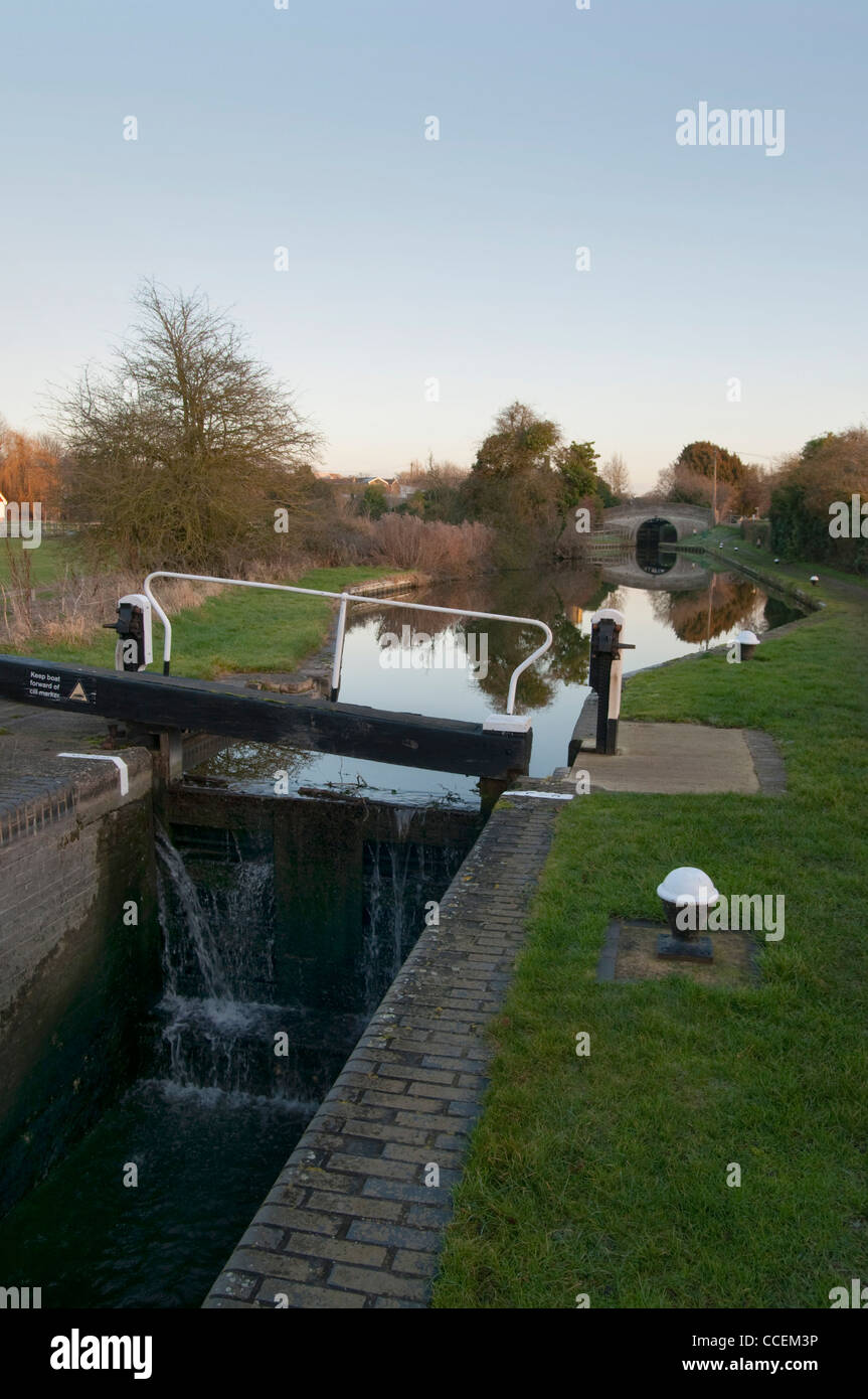 Canal lock with small bridge in the distance, Aylesbury Arm of the Grand Union Canal, Marsworth, Herts, UK - Stock Image