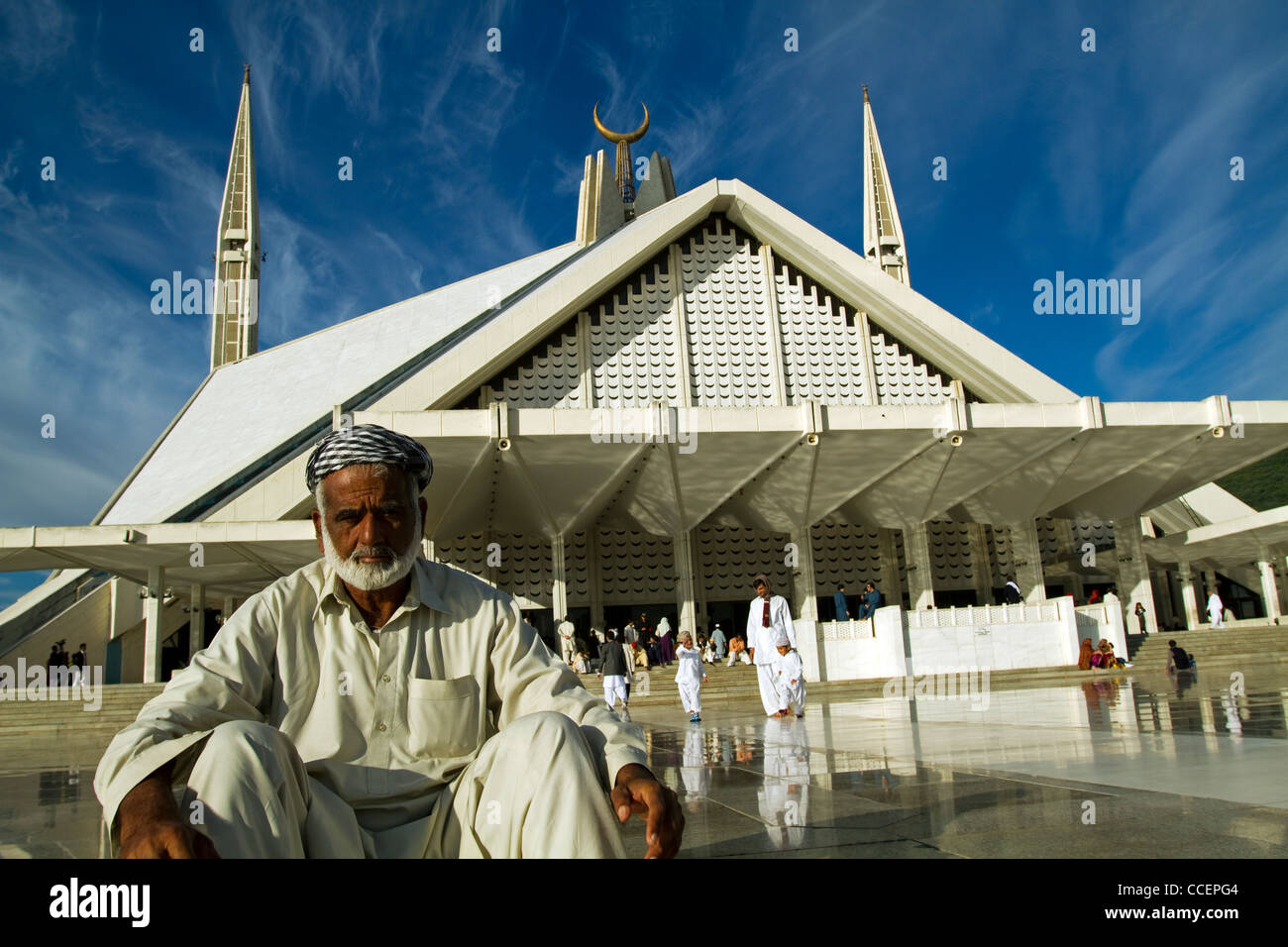 King Faisal Mosque and prayers Islamabad Pakistan - Stock Image