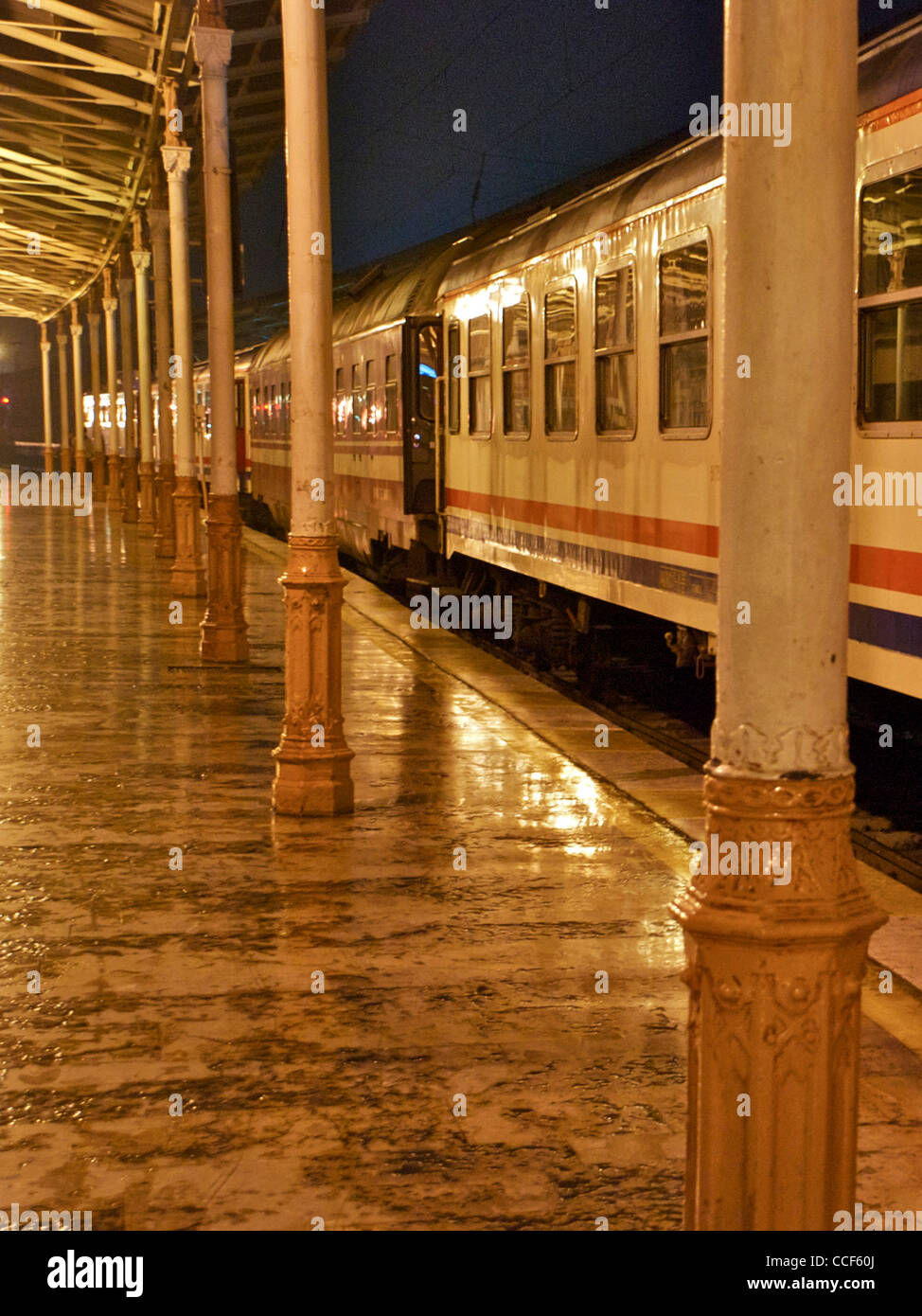 The platform and Istanbul to Belgrade train on Istanbul's Sirkeci railway station, Turkey Dec 2011 - Stock Image