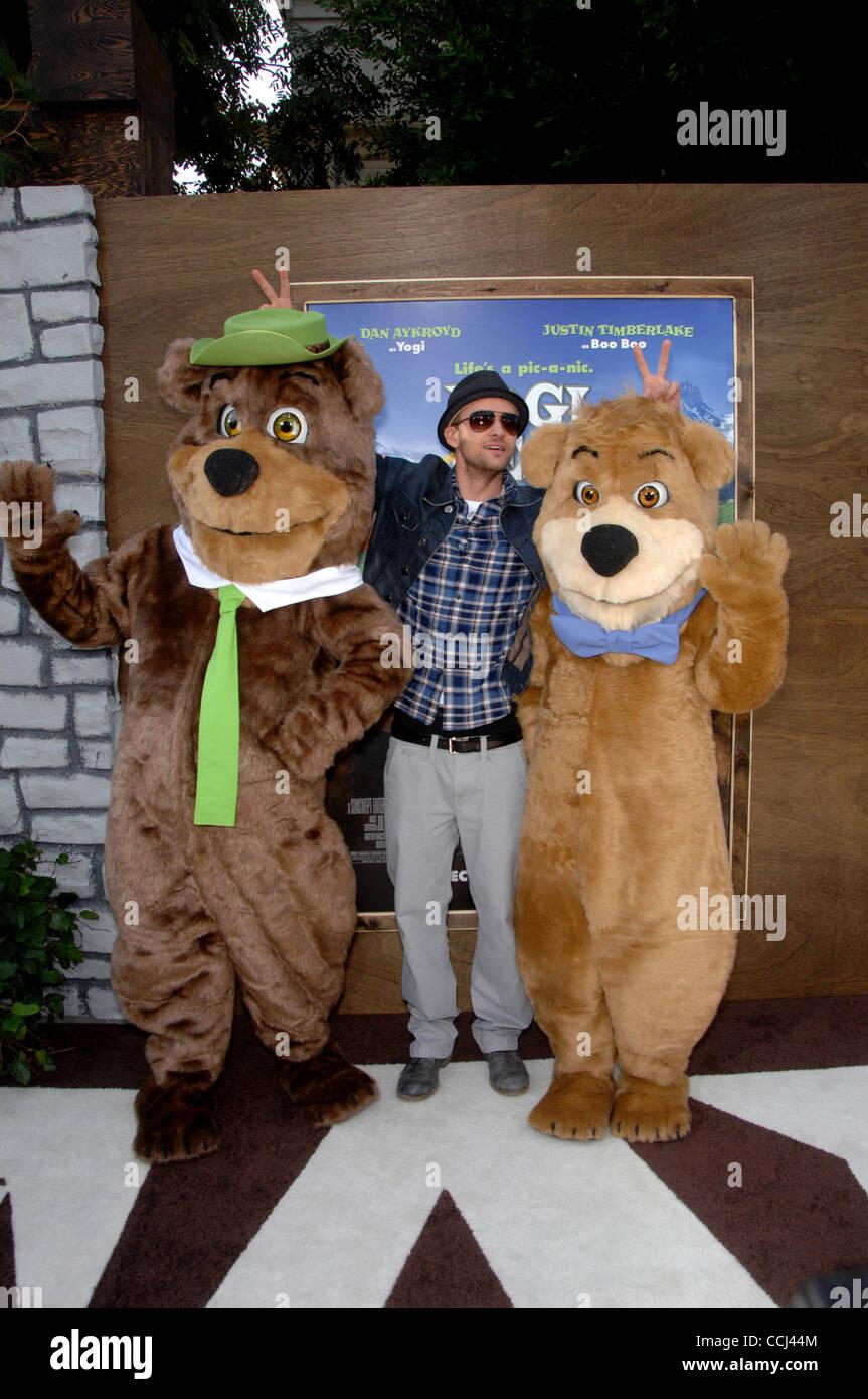 Dec 11 2010 Hollywood California U S Yogi Bear Justin Stock Photo Alamy
