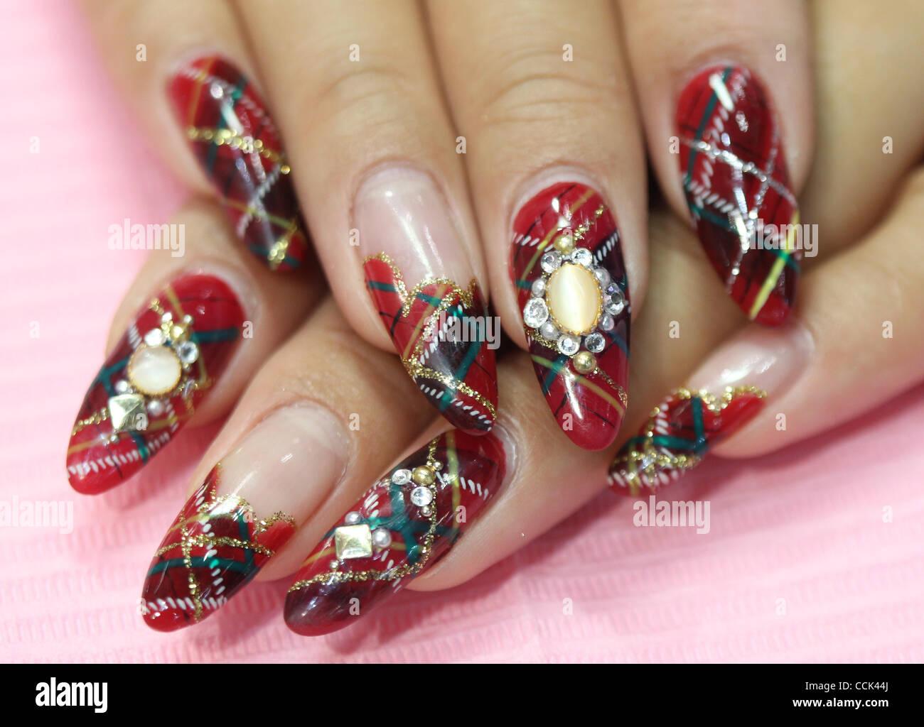 Nov. 29, 2010 , Tokyo, Japan , Nail artist shows her nails