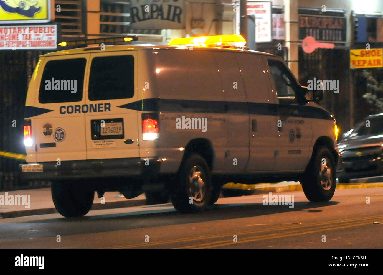 Dec 1,2010 -Hollywood, California, USA. The LA coroner van arrives were a man believed to have been connected to - Stock Image