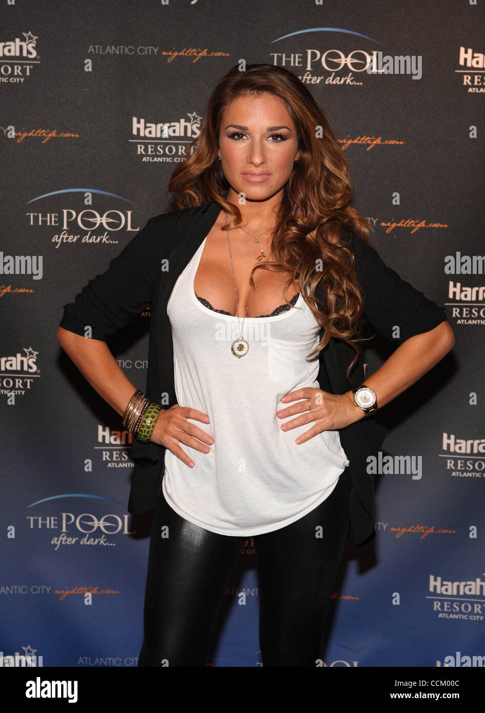 f20e87877fb Nov 12, 2010 - Atlantic City, New Jersey , U.S. - Country singer JESSIE  JAMES poses at the step & repeat before her visit to The Pool After Dark at  Harrah's ...