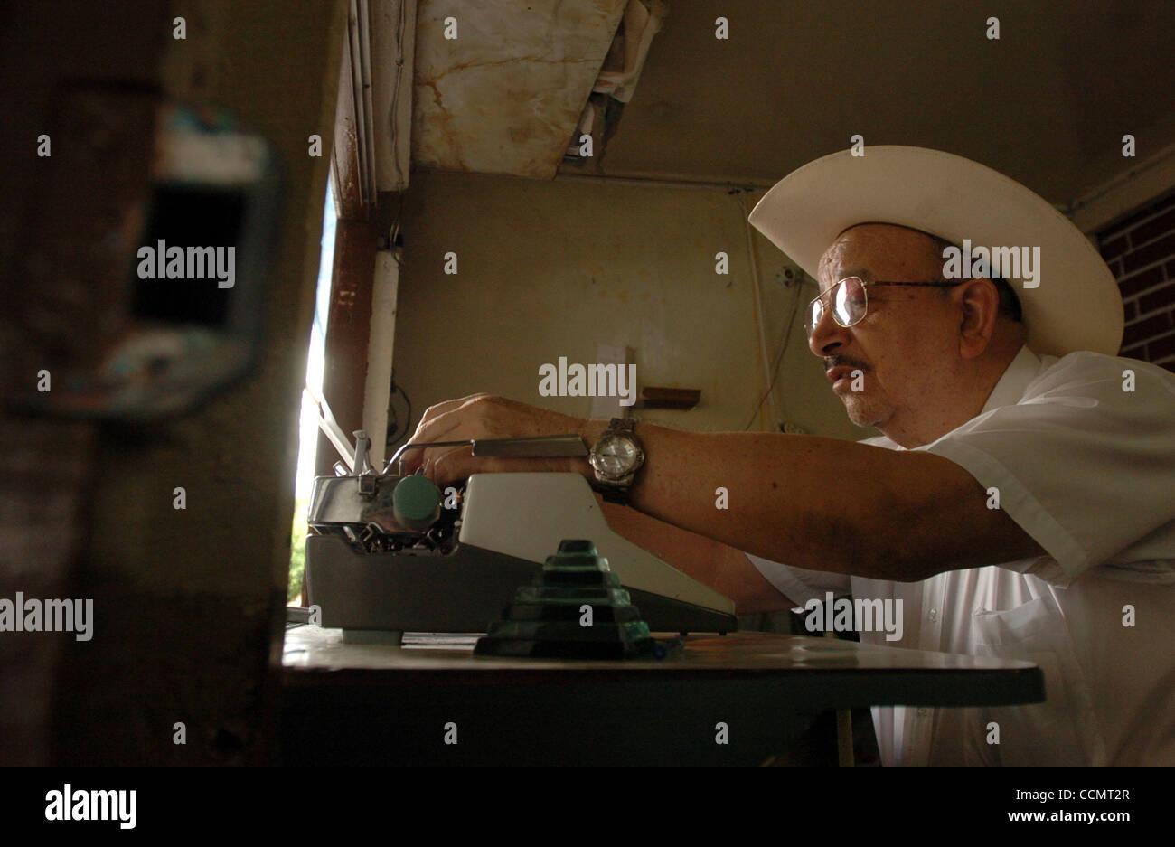 METRO --    Escritorio publico Rudolfo 'The Professor' Cuevas keeps his typewriter in good working condition - Stock Image