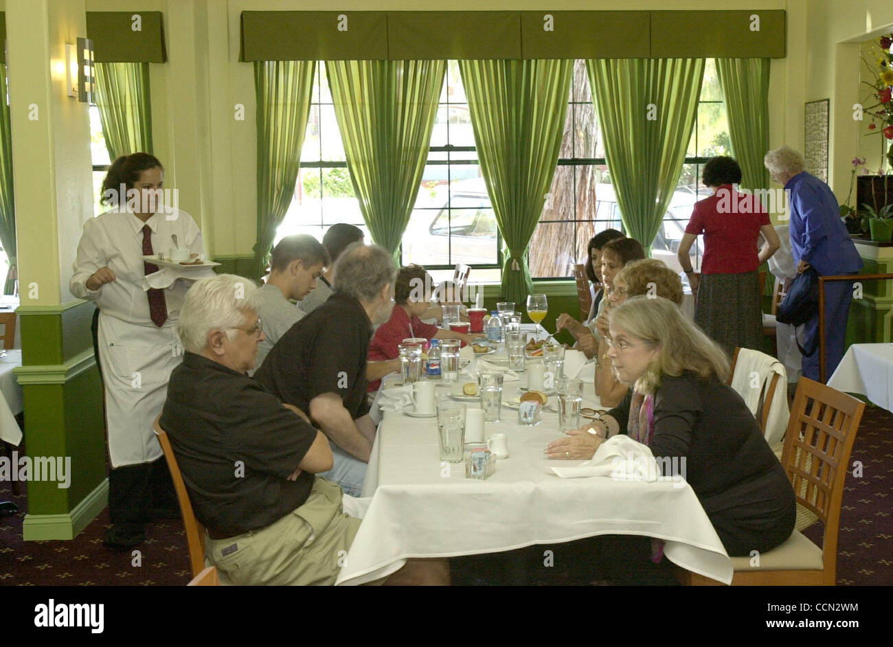 The dining room at Albany Bistro is busy on Sunday afternoon on July 18, 2004 in Albany, Calif. (CONTRA COSTA TIMES/EDDIE - Stock Image