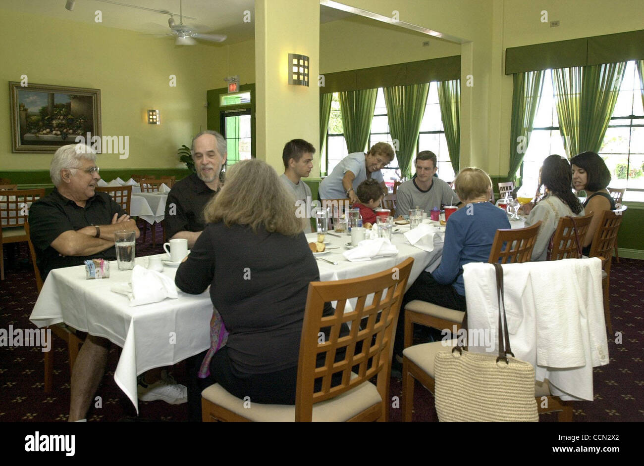 The dining room at Albany Bistro on Sunday afternoon on July 18, 2004 in Albany, Calif. (CONTRA COSTA TIMES/EDDIE - Stock Image