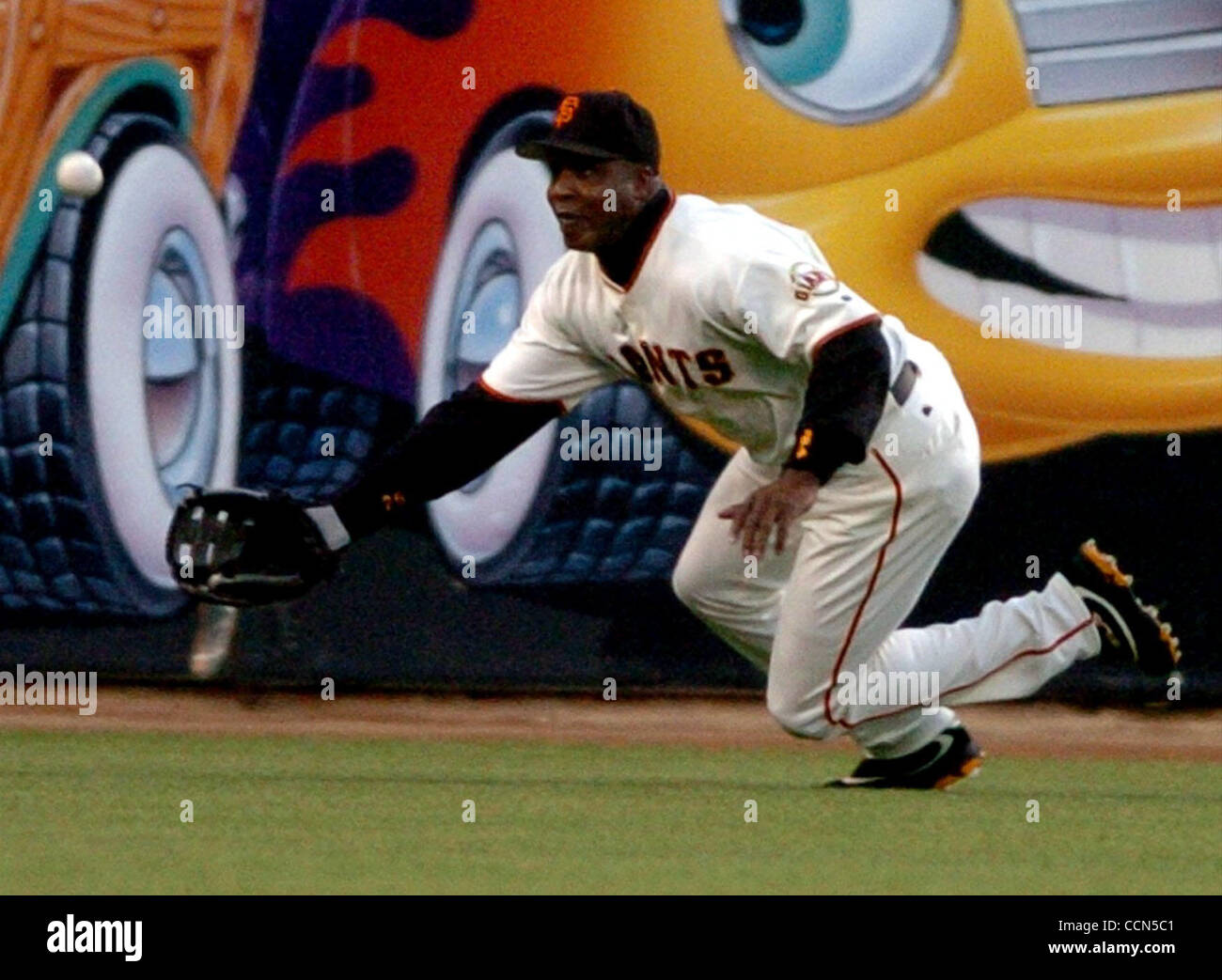 999f127dbb Barry Bonds of the Giants misses the long drive by Ken Griffey Jr. of the  Reds in the third inning for a double on Wednesday August 4, 2004 in San  Francisco ...