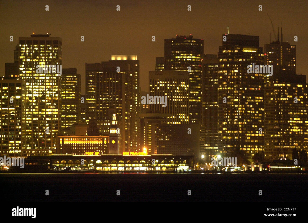 View of San Francisco taken from Treasure Island in San Francisco, Calif., on Monday August 30, 2004. (EDDIE LEDESMA/TIMES) - Stock Image