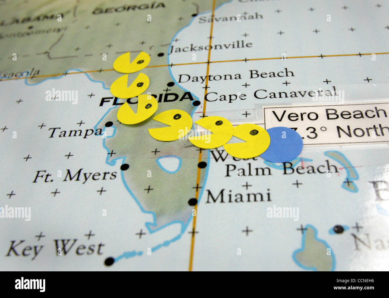 092904 Hur Jeanne Vero Beach Fl Ms Pacman Marks The Path Of Stock Photo Alamy