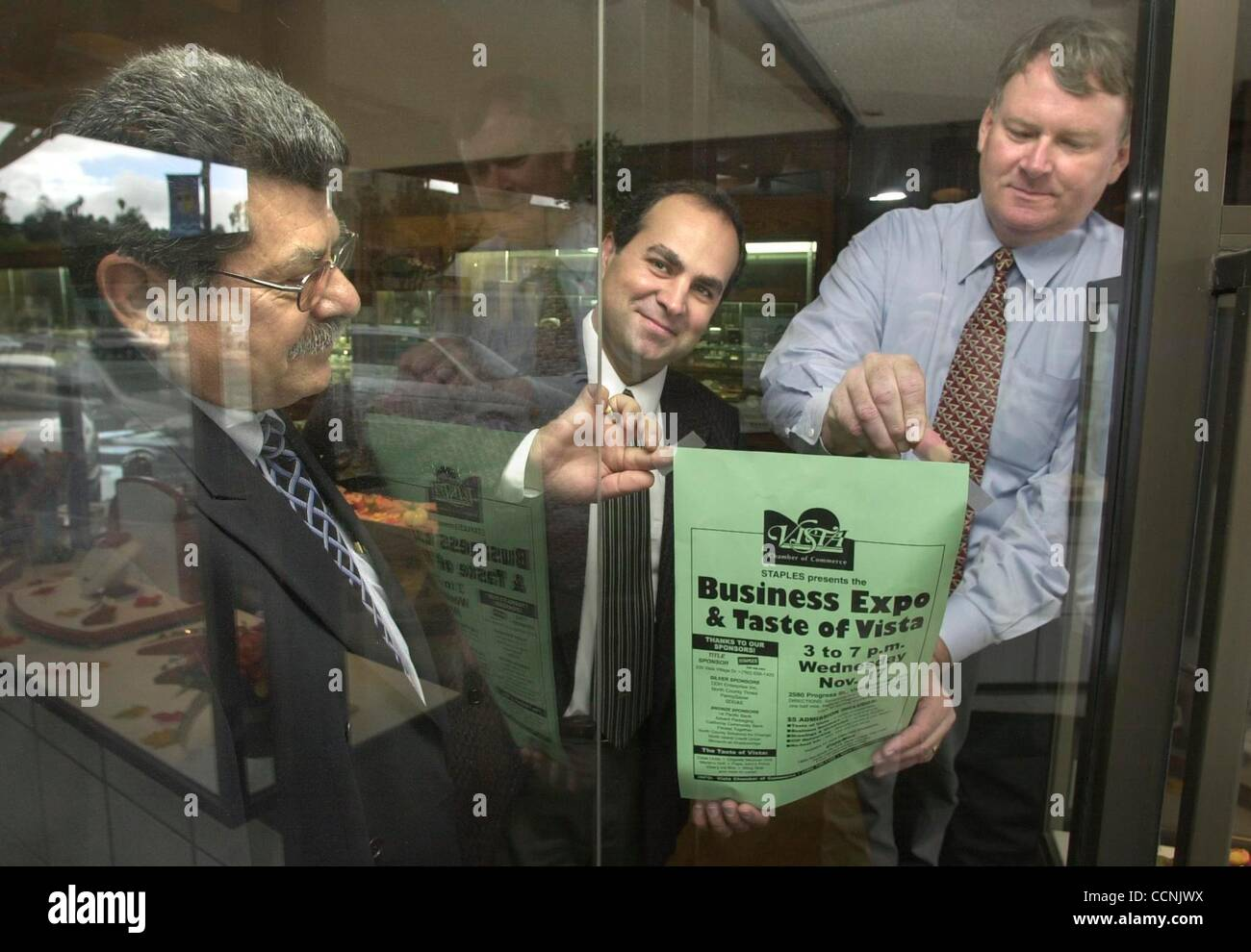 (Published 11/7/2004, N-5) Posting a sign promoting the Vista Chamber of Commerce's Business Expo & Taste - Stock Image