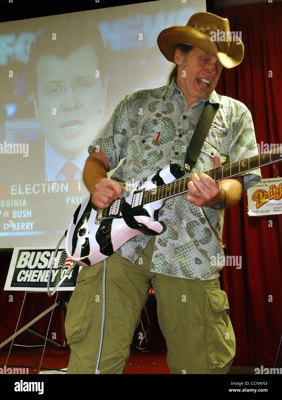 ef27f1fd4 METRO Ted Nugent plays the Star Spangled Banner at the Republican ...