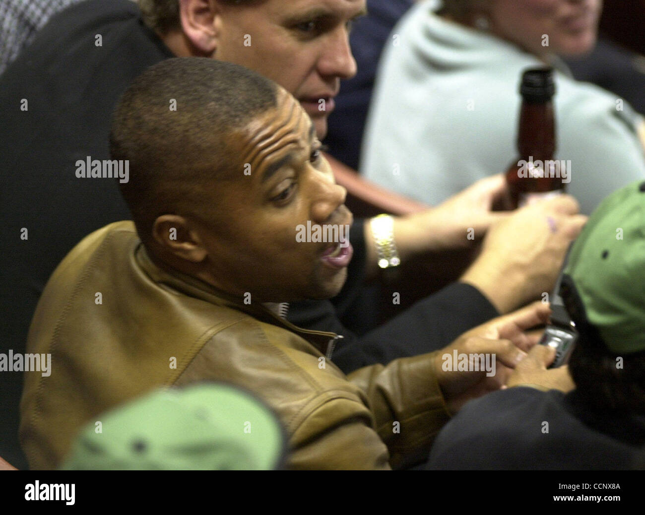 Jun 07, 2003; Los Angeles, CA, USA; Actor CUBA GOODING JR. chats with fans during game six of the Stanley Cup Finals - Stock Image