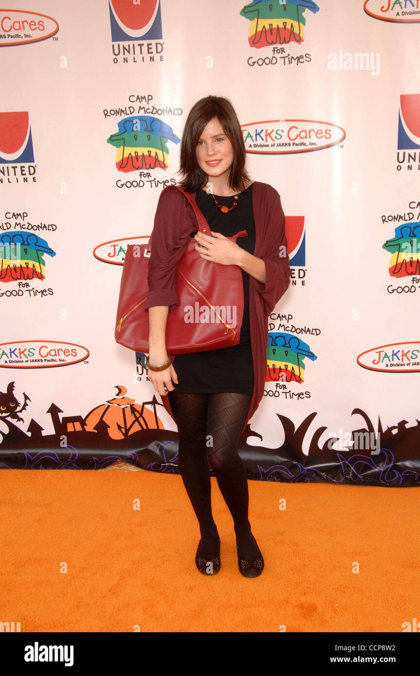 Chelsea Hobbs Photos and Premium High Res Pictures - Getty
