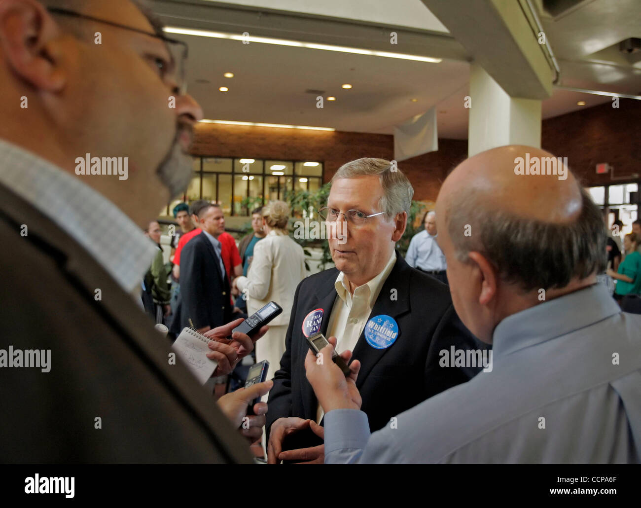 Senate Minority Leader MITCH MCCONNELL (center) talks with reporters including JOSEPH GERTH (left) of The (Louisville) - Stock Image