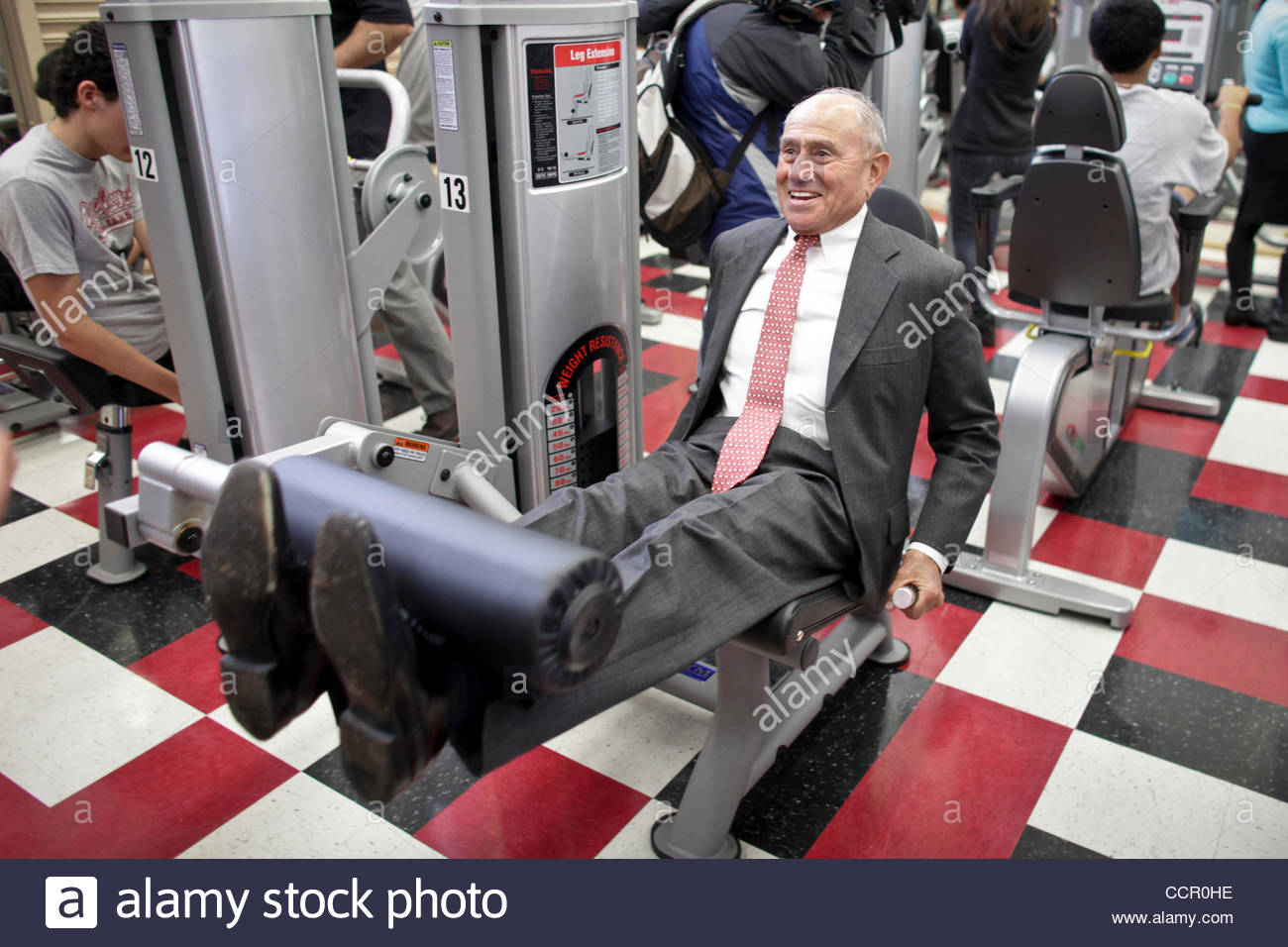 Oct. 6, 2010 - Reseda - LAUSD President Ramon Cortines tries out some of the new fitness equipment at the unveiling - Stock Image