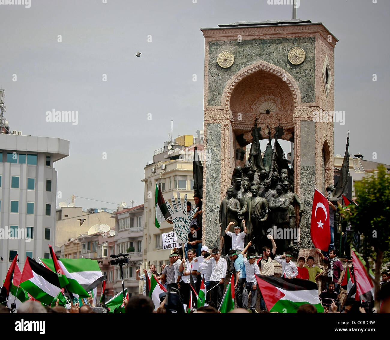 Turkish Islamic protesters shout slogans during a demonstration against Israel's attack on a Turkish ship, part - Stock Image