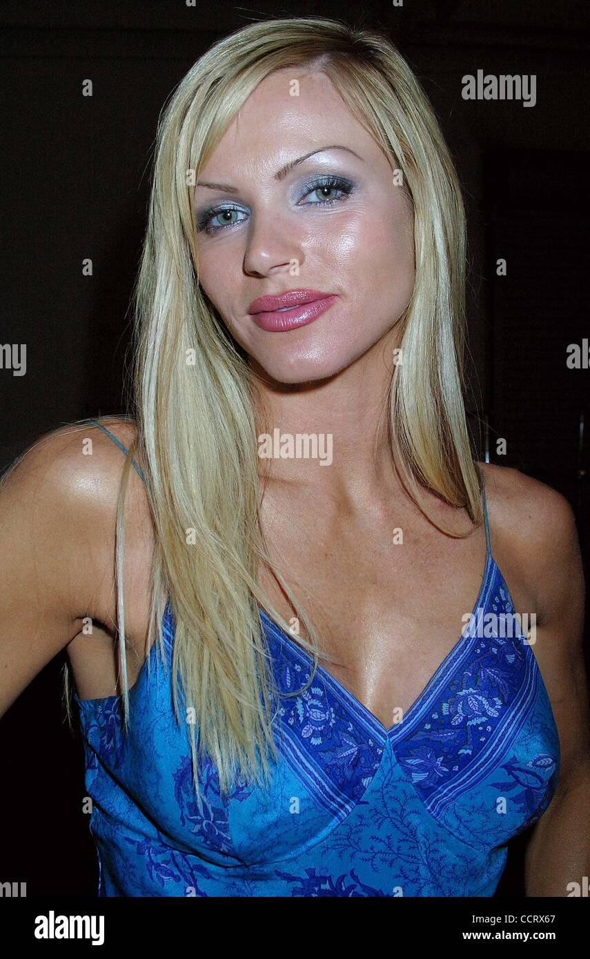 Lola Albright Porno pics & movies Wendi McLendon-Covey,Ashley Eckstein