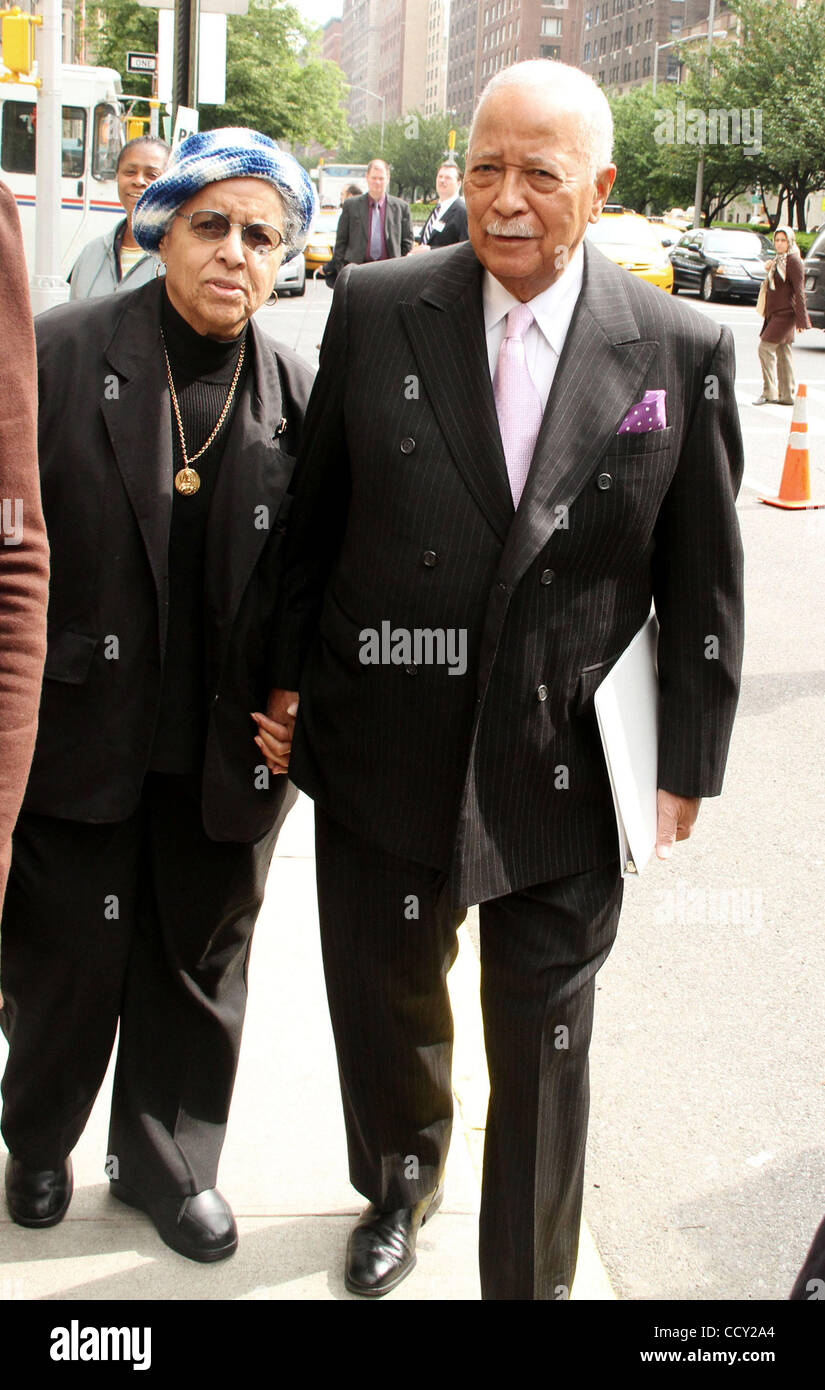 joyce dinkins high resolution stock photography and images alamy https www alamy com stock photo former nyc mayor david dinkins and his wife joyce dinkins attend legendary 42391164 html