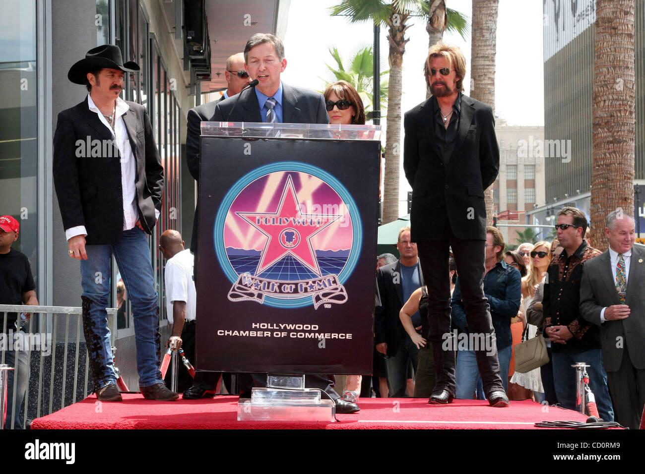 Aug. 4, 2008 - Hollywood, California, U.S. - I13427CHW.AWARD-WINNING U.S. RECORDING ARTISTS BROOKS & DUNN HONORED - Stock Image