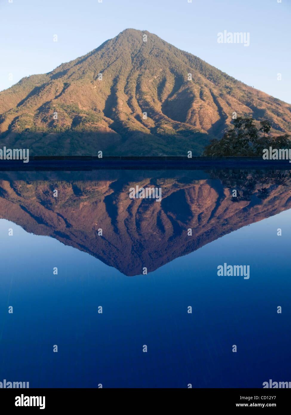 Volcano reflected in swimming pool in hotel in  Santiago Atitlan, Guatemala - Stock Image