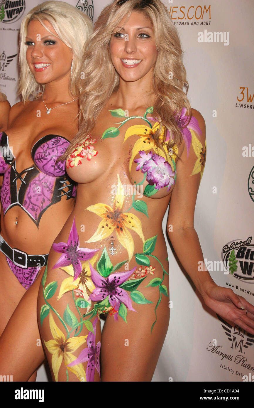 Body Paint Globe High Resolution Stock Photography And Images Alamy