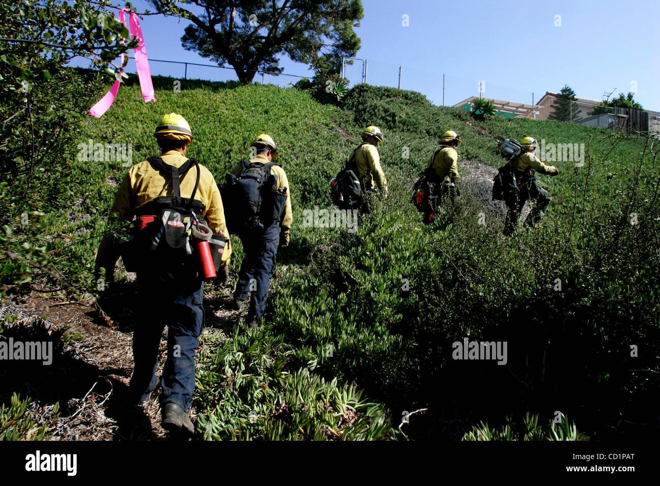 October 21, 2008_San Diego, CA_Sycuan Reservation Golden Eagles Fly Crew members, from left; BILL ULRICH, CARLOS - Stock Image