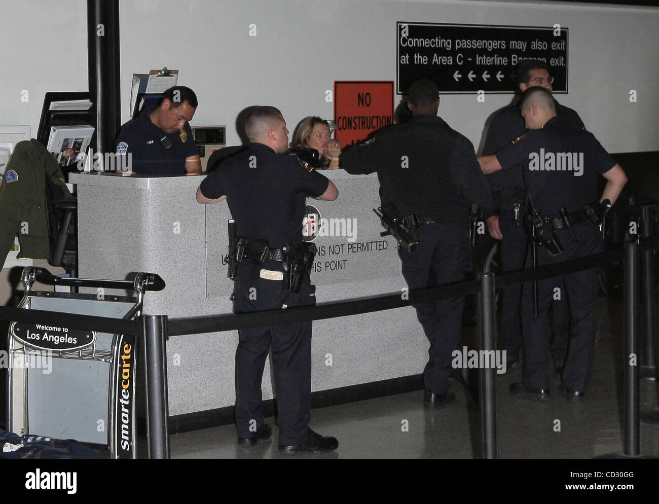 Los Angeles, 2008-3-30 / Model KATE MOSS and her daughter LILA GRACE arriving at LAX airport from London. Kate was - Stock Image