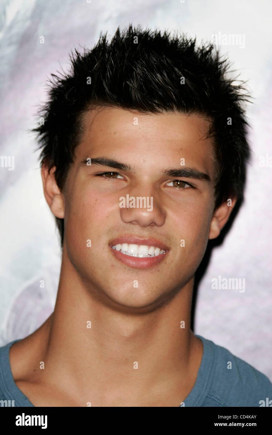 Oct 13, 2008 - Hollywood, California, USA - Actor TAYLOR ...