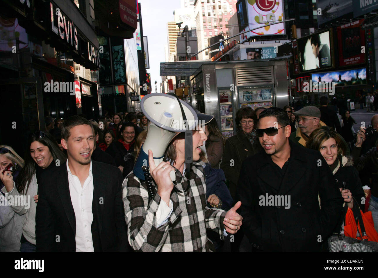 Oct. 20, 2008 - New York, New York, U.S. - TEEN IDOL RECORDING GROUP HANSON LEADS A ONE MILE BAREFOOT WALK AROUND Stock Photo