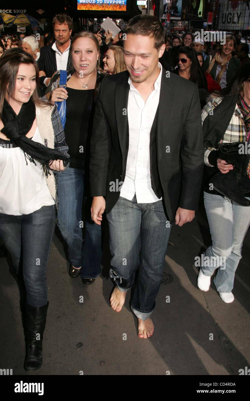 Oct. 20, 2008 - New York, New York, U.S. - TEEN IDOL RECORDING GROUP HANSON LEADS A ONE MILE BAREFOOT WALK AROUND - Stock Image