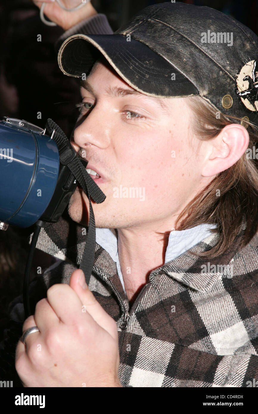 Oct. 20, 2008 - New York, New York, U.S. - TEEN IDOL RECORDING GROUP HANSON LEADS A ONE MILE BAREFOOT WALK AROUND - Stock Image