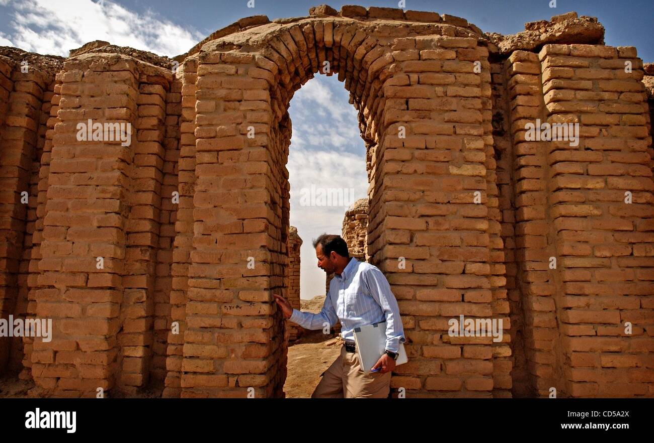 Mar 01, 2008 - Tallil, Iraq - Curator DIEF MOHSSEIN NAIIF AL-GIZZY stands under the oldest standing archway at the Stock Photo