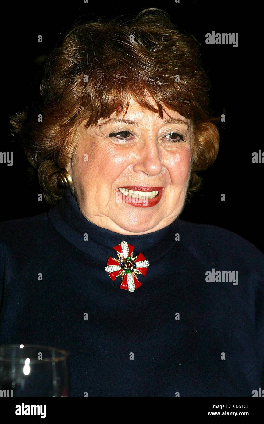 Apr. 25, 2003 - New York, New York, U.S. - K30233RM   SD0425.METROPOLITAN OPERA GUILD.68TH ANNUAL MEMBERSHIP LUNCHEON.WALDORF - Stock Image