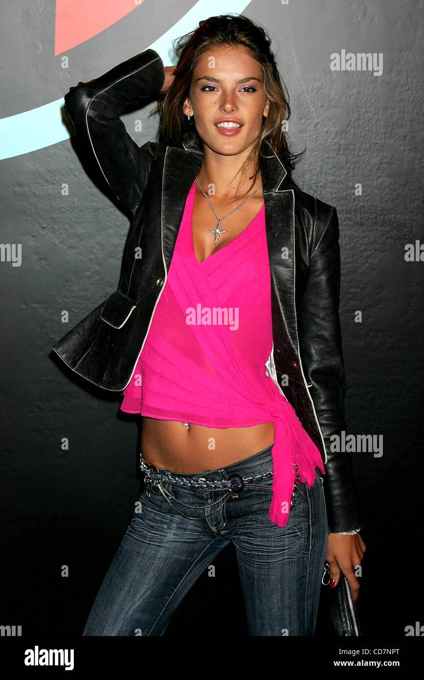 Alessandra ambrosio 2004 девушки в поисках работы