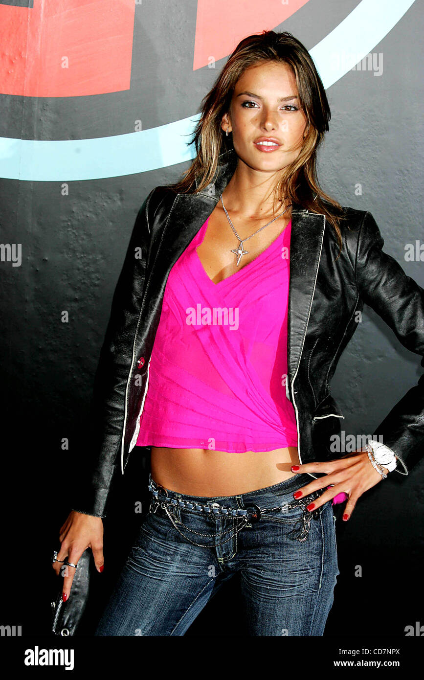 Alessandra ambrosio 2004 работа для девушки красивые