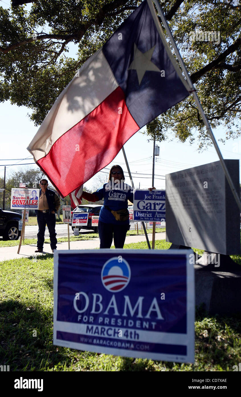 Mar 01, 2008 - Alice, Texas,, USA - Campaign workers wait to greet voters outside the Jim wells County Courthouse - Stock Image