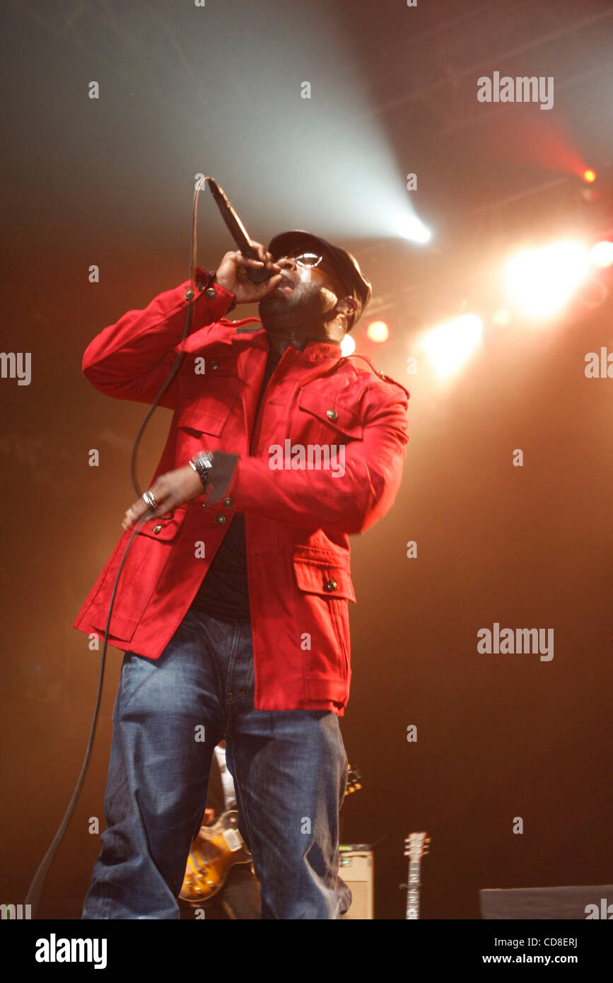 The Roots performing at Roseland Ballroom on October 28, 2008. Vocals -with cap and glasses - Black Thought Drums Stock Photo