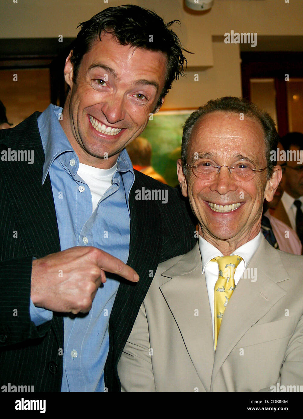 K36635JBU.JOEL GREY'S 72ND BIRTHDAY PARTY AT MICHAEL'S RESTAURANT IN NEW YORK New York.4/12/2004.  /   2004.HUGH - Stock Image