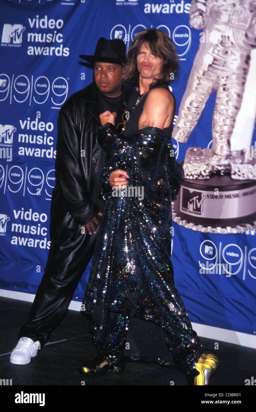 K16527AR1999 MTV VIDEO MUSIC AWARDS AT METROPOLITAN OPERA HOUSE NEW YORK New York 09 091999STEVEN TYLER AND RUN DMCCredit Image C Andrea