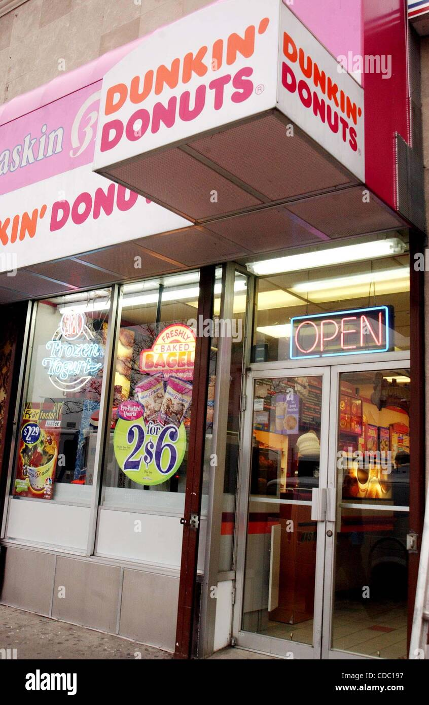 K27199  DUNKIN DONUTS STORE FRONT (Credit Image: © Andrea