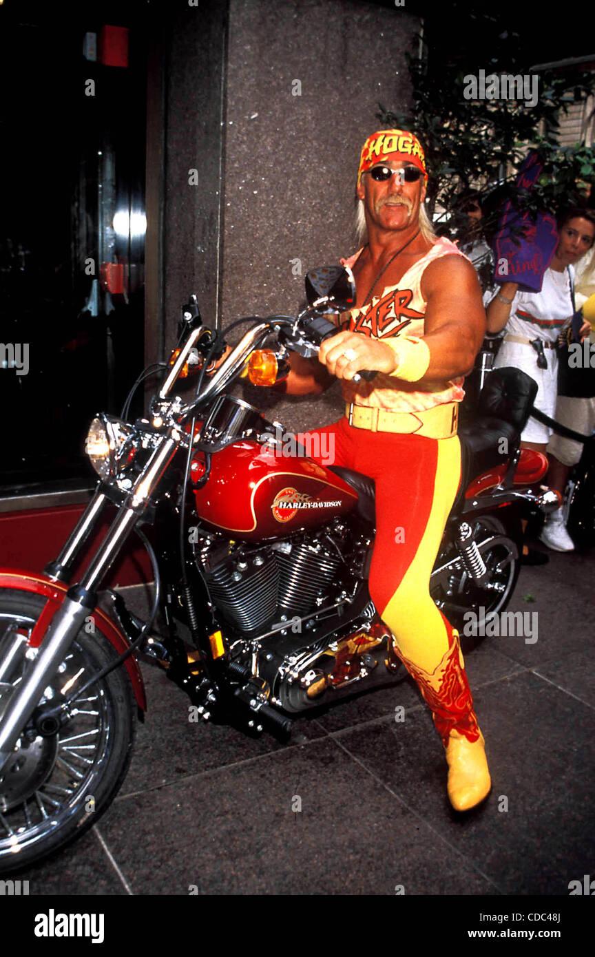 K2359AR SD0814.LIVE WCW WRESTLING COMES TO TNT.HULK HOGAN . / 1995 ...