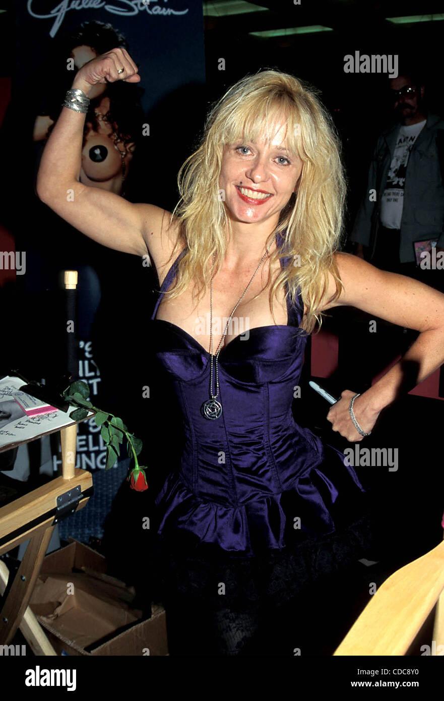 Linnea Quigley nude (78 foto and video), Sexy, Bikini, Boobs, see through 2006