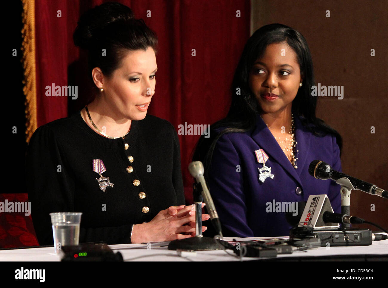 Feb. 22, 2011 - San Antonio, Texas - U.S. - Ashley Dixon, 21, (right) smiles at a news conference held Wednesday - Stock Image