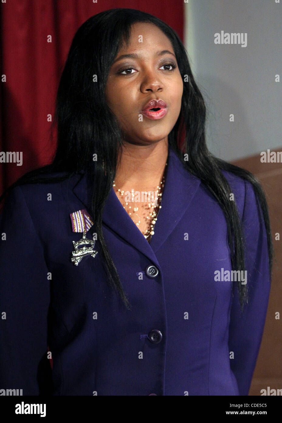 Ashley Dixon, 21, sings at a news conference held Wednesday February 9, 2010. The Miss San Antonio Organization - Stock Image