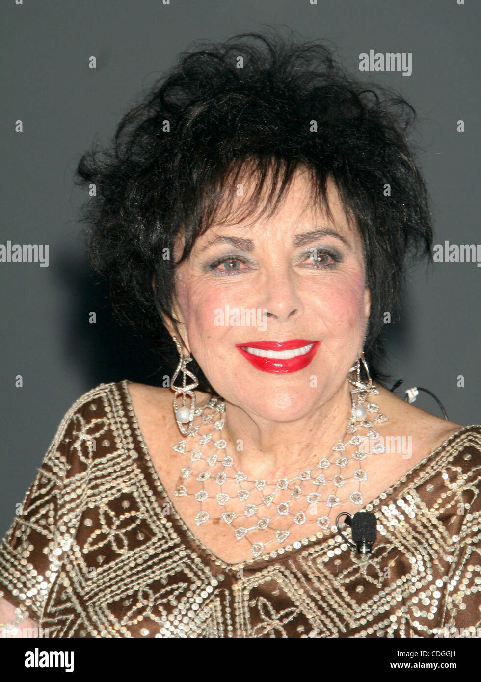 FILE PHOTO - ELIZABETH TAYLOR, 79, the Oscar-winning movie goddess and pioneering AIDS activist whose off-screen - Stock Image