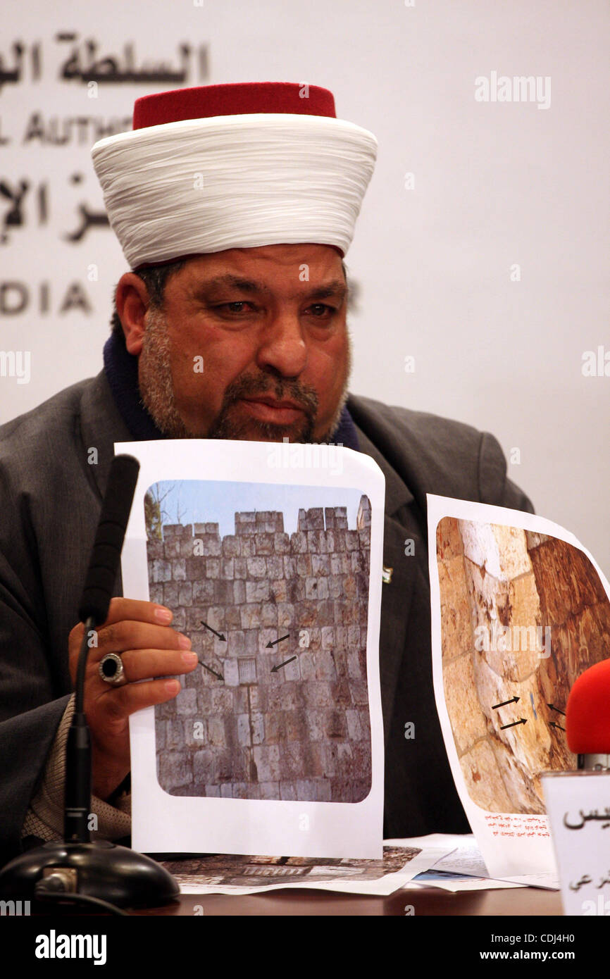 Yousuf Adaies, the head of the Supreme Council of the legitimate judical attends a joint news conference in Ramallah - Stock Image