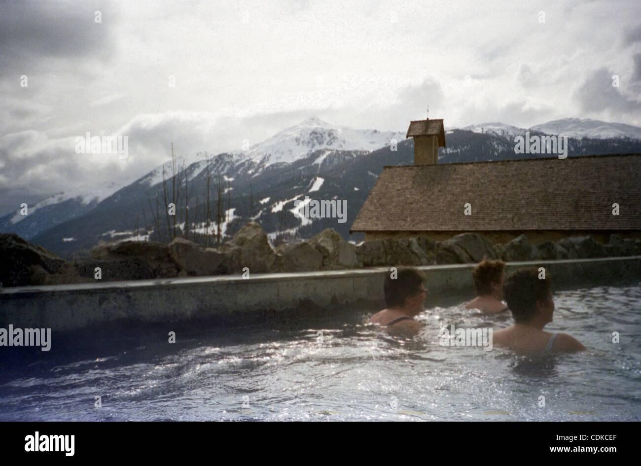 https://c8.alamy.com/comp/CDKCEF/mar-16-2011-bormio-italy-open-air-hot-springs-pool-overlooking-mountains-CDKCEF.jpg