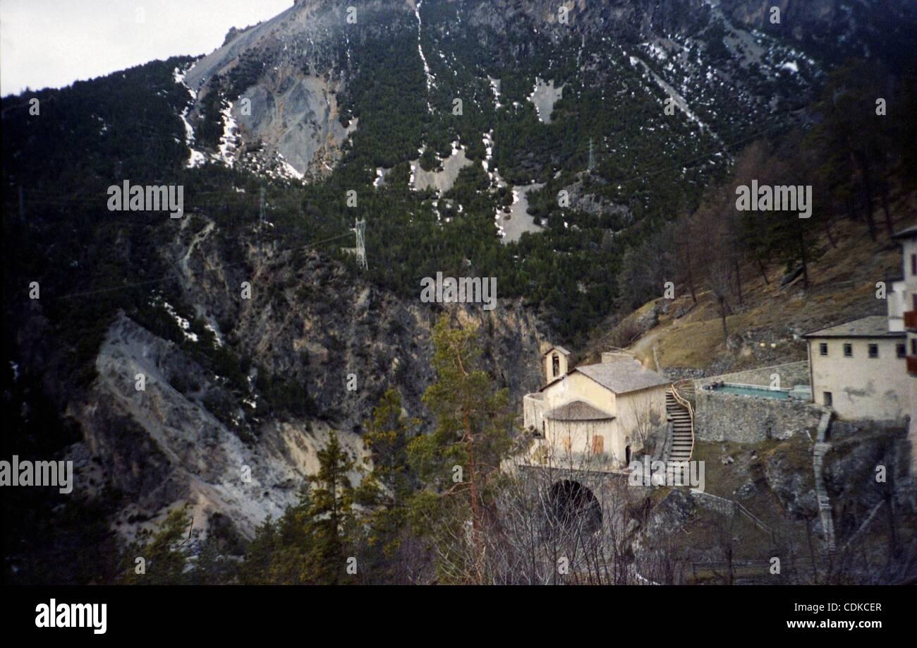 https://c8.alamy.com/comp/CDKCER/mar-16-2011-bormio-italy-the-hot-springs-at-bagni-di-bormio-have-been-CDKCER.jpg