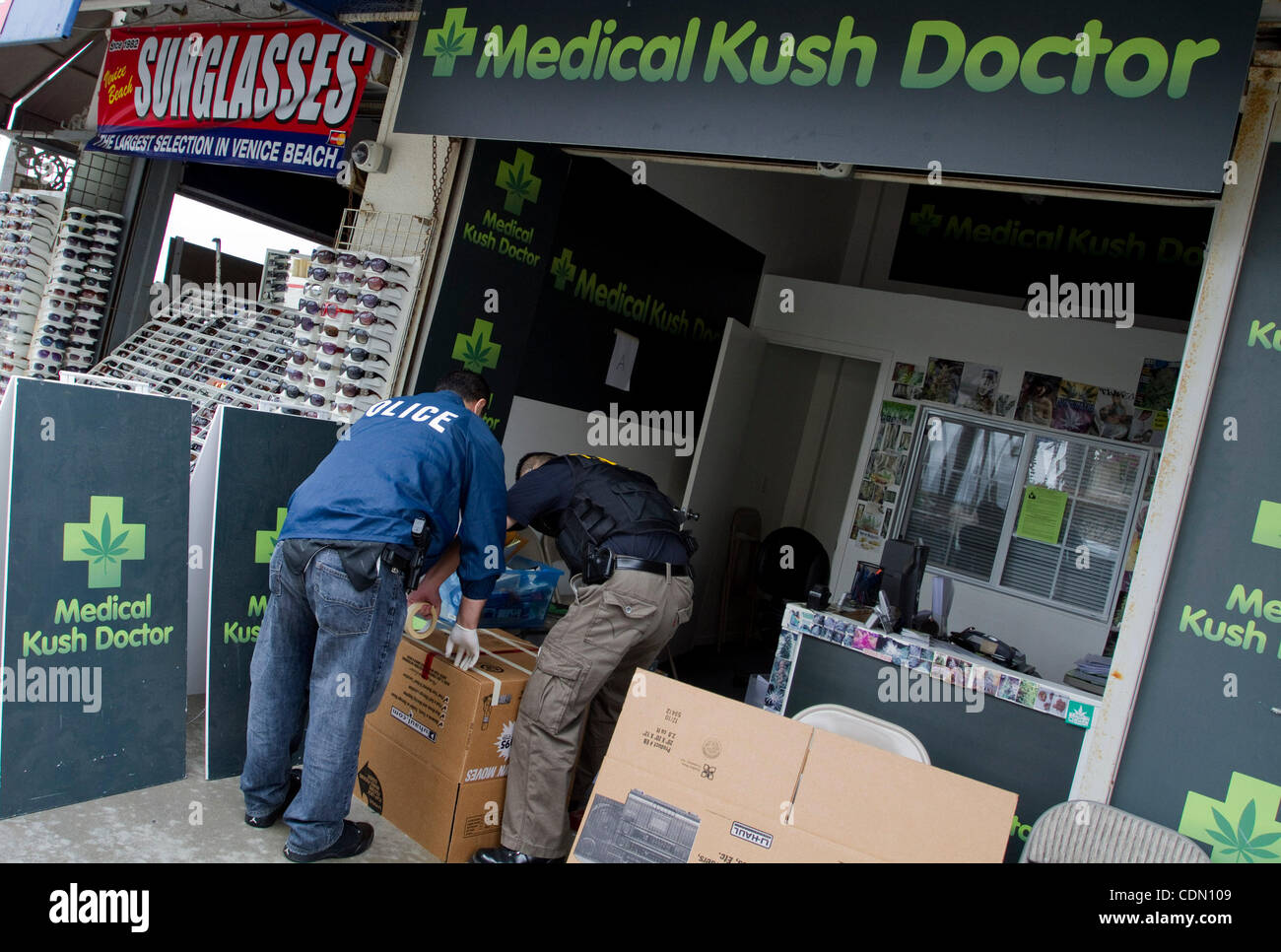 Apr. 20, 2011 - Los Angeles, California, U.S - Police Investigators conduct an investigation while serving a search - Stock Image