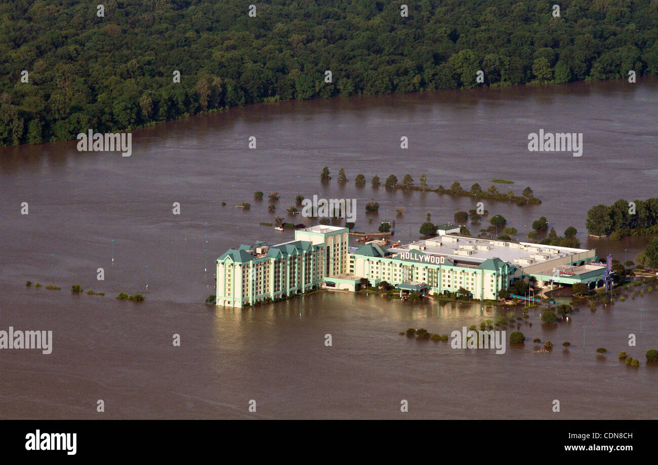 May 10, 2011 - Tunica, Mississippi, U S  - Water comes up to a